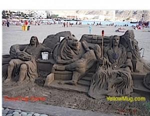 DE magnifique sculpture sur la plage
