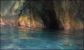 les grottes sous marines où les pirates cachaient leur butin