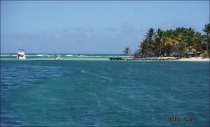 Seules ceux qui sont équipés de lunettes rouge infrarouges peuvent deviner le pavillon bleu au bout de l'ile ?